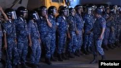 Ոստիկանները Խորենացու փողոցում, 18-ը հուլիսի, 2016թ․
