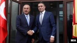 Турскиот министер за надворешни работи Мевљут Чавушоглу на средба со шефот на македонската дипломатија Никола Димитров во Скопје