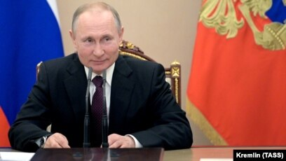 Amid Questions About Political Future Putin Says He Doesn T Intend To Become Head Of State Council
