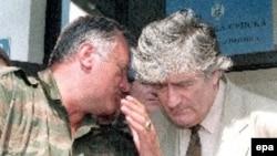 Radovan Karadžić (d) i Ratko Mladić (l) tokom sastanka na Palama 5. Avgust 1993.