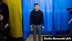 Actorul Volodymyr Zelenskyy favoritul alegerilor din Ucraina
