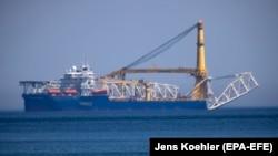 """Руски брод поставува цевки за гасоводот """"Северен тек2"""""""