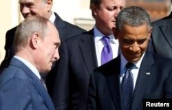 Ресей президенті Владимир Путин АҚШ президенті Барак Обамаға қарап тұр. Санкт-Петербург, G20 саммиті, 6 қыркүйек 2013 жыл. (Көрнекі сурет)