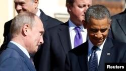 Predsjednici Rusije Vladimir Putin (L) i SAD Barak Obama (D) prilikom zajedničkog poziranja lidera G20 na samitu u Sankt Petersburgu