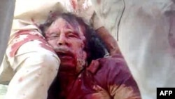 Труп Муаммара Каддафи. Сирт, 20 октября 2011 года.