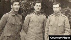 Ofițeri români prizonieri în Germania (Foto: Expoziția Marele Război, 1914-1918, Muzeul Național de Istorie a României)