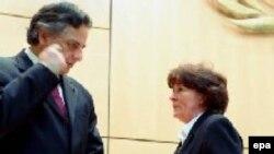 Женева: президент Комиссии ООН по правам человека Мануэль Родригес-Квадрос и Верховный комиссар ООН по правам человека Луиза Арбур после того, как голосование по структуре нового совета было отложено