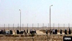 مرز مهران یکی از گذرگاه های مرزی پر تردد میان ایران و عراق است. (عکس از ایسنا)
