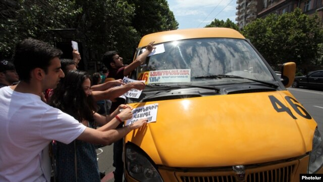 Armenia -- Youth activists urge commuters to defy higher bus fares Yerevan, 20Jul2013
