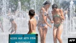 Приятное и ласкающее летнее тепло сменилось невыносимой жарой и в Париже, 19 июля 2010