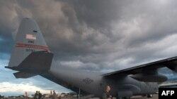 Самолет американских ВВС прибыл в Порт-о-Пренс.