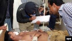 پلیس در کنار قربانیان انفجار لاهور