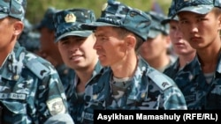 Cолдаты срочной службы казахстанской армии. Иллюстративное фото.