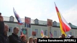 Большинство собравшихся на партийный съезд принимали участие в митингах в поддержку Эдуарда Кокойты весной этого года