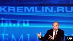 Путин дар нишасти хабарӣ