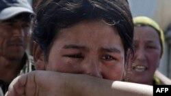 Сльози на кордоні: Киргизькі біженці втікають від насильства