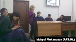 Журналист Юлия Козлованың сотынан көрініс. Алматы, 15 ақпан 2016 жыл.