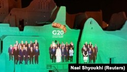 Ҳамоиши раҳбарони кишварҳои G20 онлайнӣ сурат гирифт.