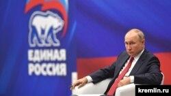 Presidenti rus, Vladimir Putin gjatë një takimi me përfaqësues të partisë, Rusia e Bashkuar. Fotografi nga arkivi.