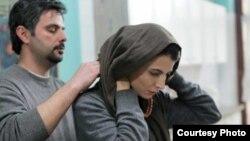 علی مصفا و لیلا حاتمی در صحنهای از فیلم «پله آخر»