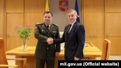Litva Seyminiñ spikeri Viktoras Prantsketis ile Ukraina mudafaa Naziri Stepan Poltorak arasındaki körüşüv, Kyiv, 18 mayıs 2017 senesi