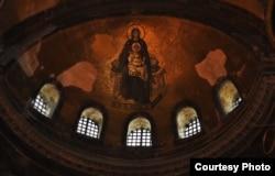 Богоматерь с младенцем на куполе собора Святой Софии