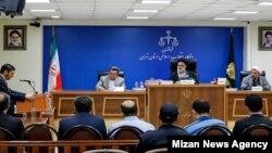 سالار آقاخانی در نخستین جلسه دادگاه «فساد» در توزیع ارز در ۱۳ مرداد حضور نداشت