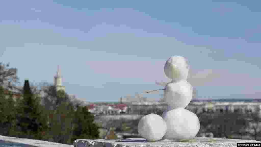 Снеговичок на Историческом бульваре