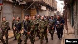 Siriýanyň gadymy Aleppo şäherinde hökümet güýçleri opposizion söweşijilere garşy operasiýa alyp barýarlar. Aleppo, 21-nji fewral, 2013.