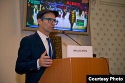 Мікулаш Кршен виступає із промовою щодо використання VR на «Празькій конференції з (не)безпеки» в Міністерстві закордонних справ Чехії
