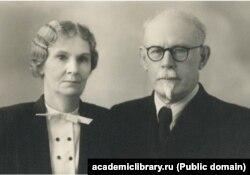 Анна Борисовна Никольская күйөөсү, профессор Борис Иванович Ильин-Какуев менен. Алматы, 1956-жыл.