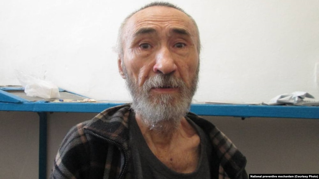 15 жыл қамауда отырған жазушы әрі ақын Арон Атабек халінің нашар екенін айтып, шағынып отыр. 18 тамыз 2021 жыл.