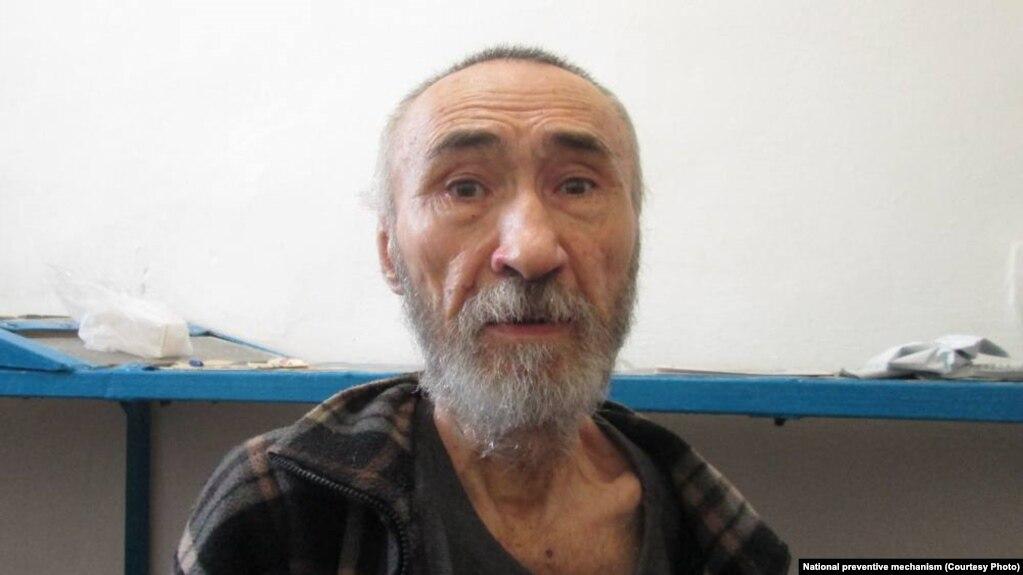 Арон Атабек, поэт и диссидент, в учреждении АП-162/1 в Павлодаре. Фото участников НПМ