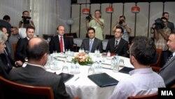 Разликите продолжуваат - една од средбите на лидерите на политичките партии