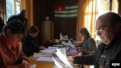 Общественность интересовало содержание справки, которую должен был подготовить Абхазский институт гуманитарных исследований по запросу президентской администрации