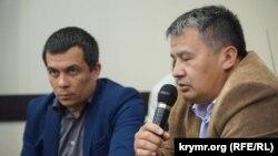 Адвокат Ислям Велиев (справа)