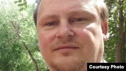 Павлодар қаласында тұратын журналист Александр Баранов. Facebook-тегі парақшасындағы сурет.