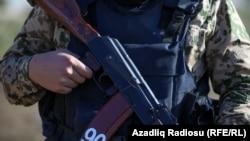 Азербайджанский военный на блокпосту в городе Гадрут, 25 ноября 2020 года.