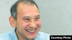 Бывший президент «Казатомпрома» Мухтар Джакишев дает интервью корреспонденту газеты «Время» в следственном изоляторе КНБ. Астана, июль 2009 года. Фото с сайта www.time.kz