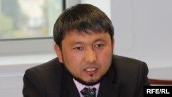 """""""Асыл арна"""" телеарнасының директоры Мұхамеджан Тазабеков. 2009 жыл."""