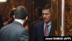 مایکل فلین در این تصویر در «ساختمان ترامپ» در نیویورک: ۱۴ نوامبر