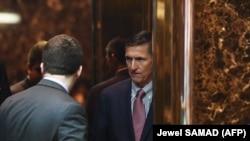 Бывший глава военной разведки США Майкл Флинн прибывает в здание Trump Tower в Нью-Йорке, где находится офис избранного президента США Дональда Трампа. 14 ноября 2016 года.