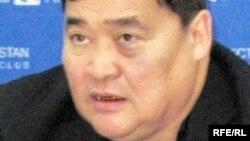 Журналист Рамазан Есіргепов баспасөз- мәслихатында. Алматы, 24 желтоқсан, 2008 жыл.