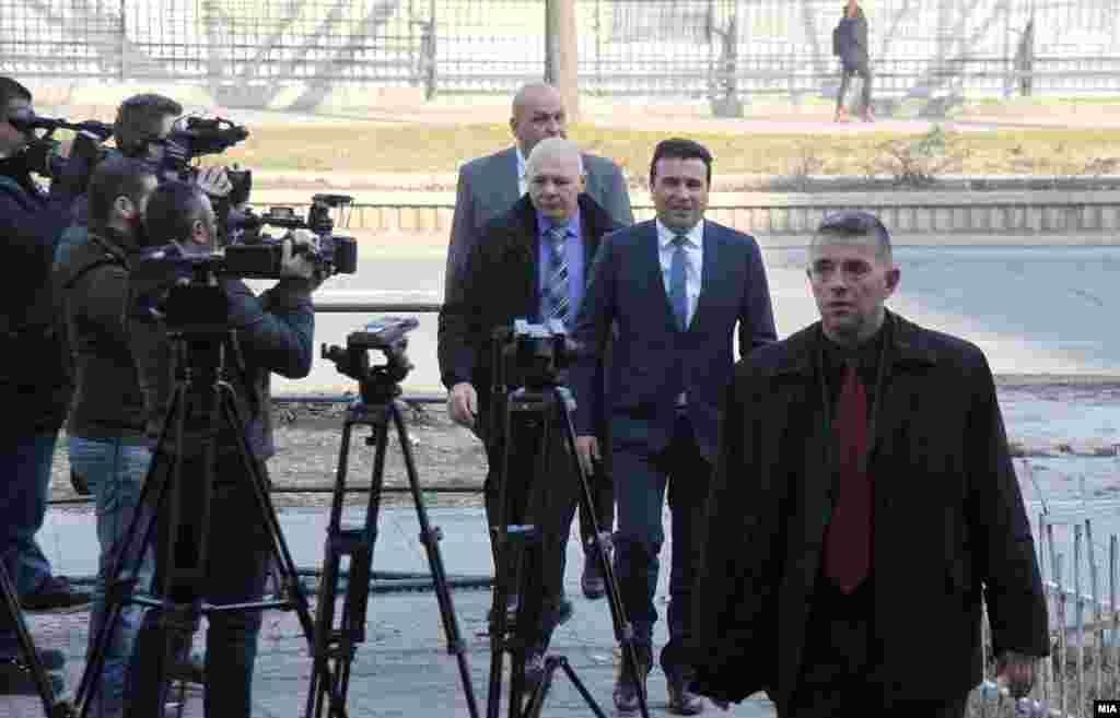 МАКЕДОНИЈА - Судењето за случајот Поткуп, во кој е обвинет премиерот Зоран Заев е одложено за 6 март по барање на одбраната. Заев е обвинет дека како градоначалник на Струмица побарал поткуп од околу 160.000 евра од струмичкиот бизнисмен Иван Николов Сачевалиев за легализација на градежно земјиште.