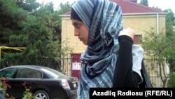 Ադրբեջան -- Գլխաշորով ուսանողուհուն արգելել են մուտք գործել Բաքվի մանկավարժական ինստիտուտ, արխիվային լուսանկար