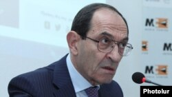Armenia - Deputy Foreign Minister Shavarsh Kocharian holds a news conference in Yerevan, 23Nov2016.