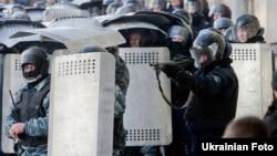 Зіткнення демонстрантів із силовиками в урядовому кварталі Києва 18 лютого 2014 року