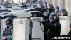 Правоохоронці під час протистоянь 18 лютого 2014 року