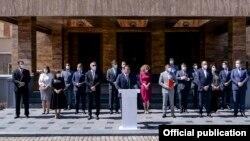 Архивска фотографија - Владиниот кабинет пред Собранието на Северна Македонија