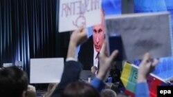 Ресей президенті Владимир Путин Мәскеудегі қорытынды баспасөз мәслихатында. 18 желтоқсан 2014 жыл.